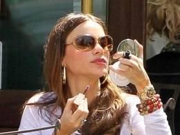 Celebrity Corner: Sofia Vergara wearing a gold Rolex Daytona with Black Dial