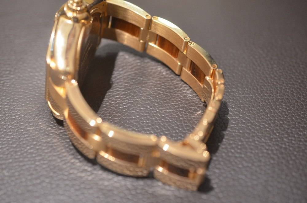 Cartier 18k Gold Watch The Watch is in 18k Pink Gold