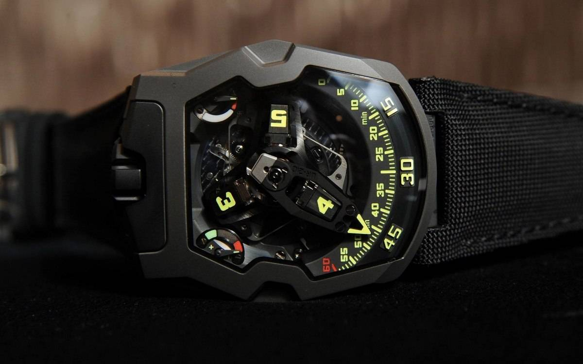 Hands-On With The URWERK 210 Altin
