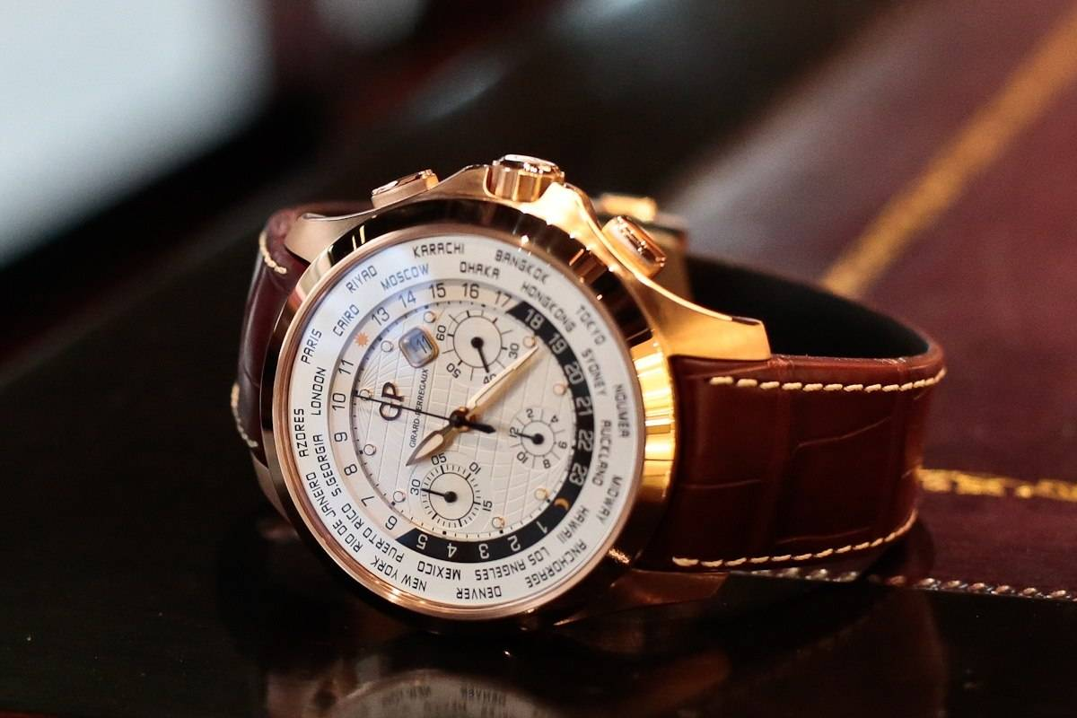 Hands-On With The Girard-Perregaux World Traveller WW.TC in rose Gold