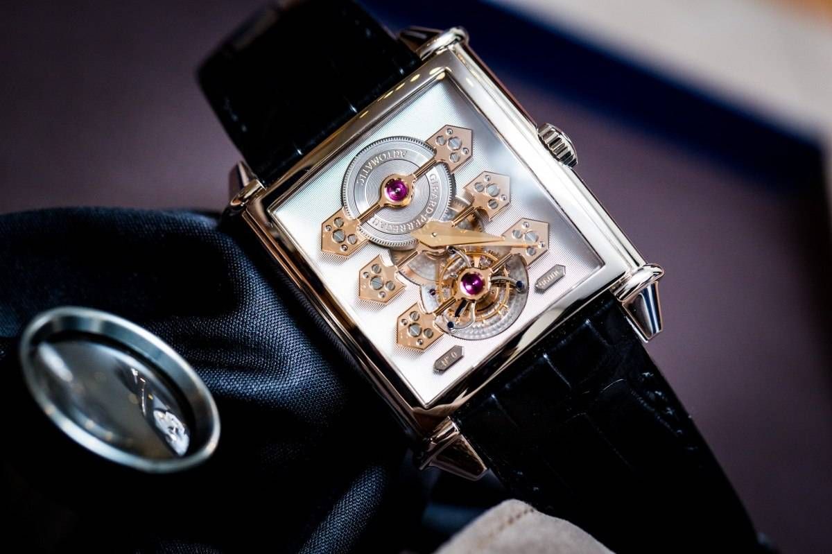 "Girard-Perregaux Vintage 1945 Tourbillon with Three Gold Bridges ""70th Anniversary Edition"""