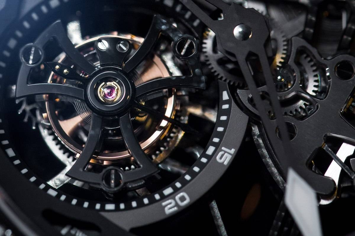 Roger Dubuis Excalibur Spider Skeleton Flying Tourbillon watch SIHH 2015 close up tourbillon