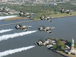 See the Breitling Jet Team's Iconic Flight Around Lady Liberty