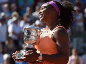 Serena Williams Roland Garros 2015 trophy