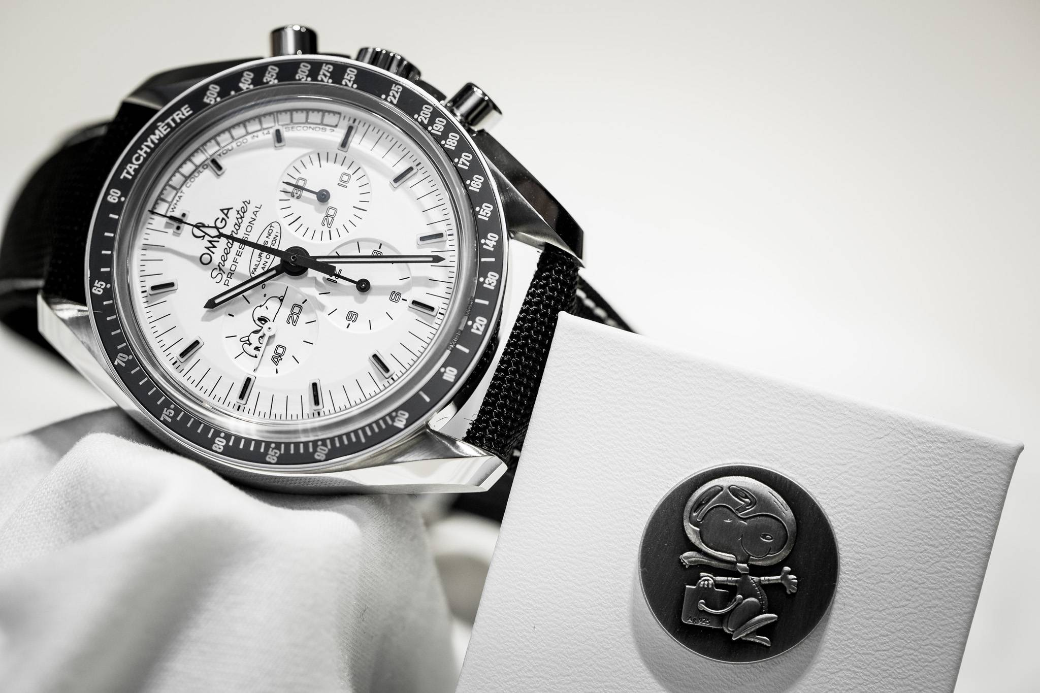 Omega Speedmaster Apollo 13 Silver Snoopy Award Limited Edition Watch Front