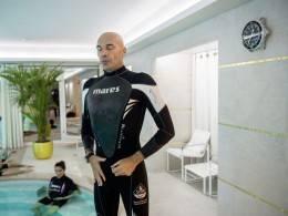 Blancpain Ocean Commitment Teaching breathing techniques at a Paris hotel pool