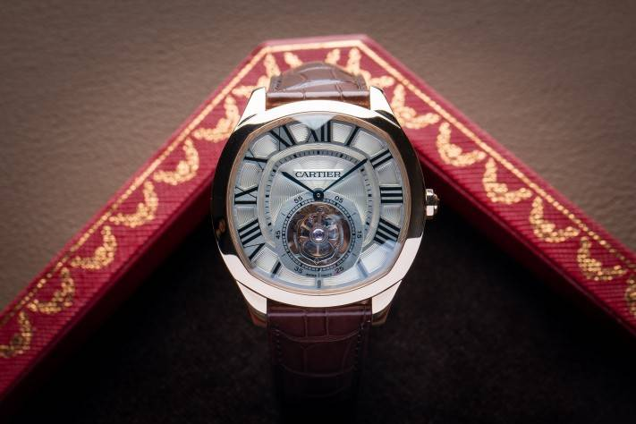 "Cartier once again shows off its creative force with the introduction of a totally new collection: the ""Drive de Cartier"" inspired by the stylish lines, curves and characteristics of motor car aesthetics."