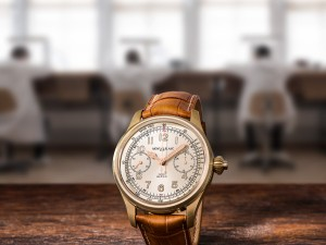 The mechanical mono pusher column-wheel chronograph movement offers tachymeter scale and railroad minute track for vintage appeal.
