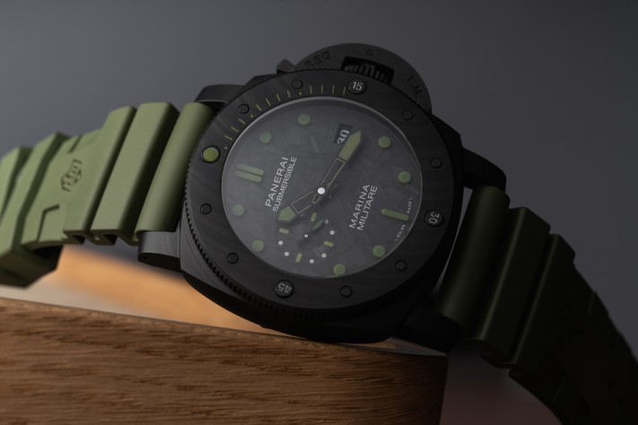 Military Colored Watches: Panerai Submersible Marina Militare Carbotech